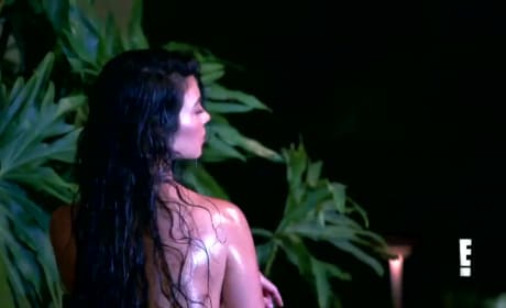 Kourtney Kardashian: Nude, YOLO-ing Hard on Keeping Up!