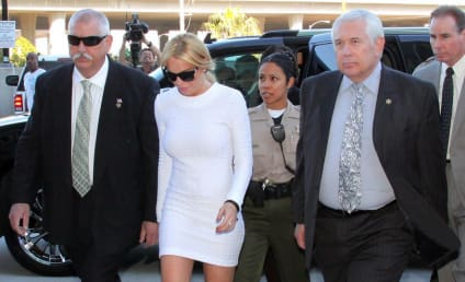 Lindsay Lohan Gets Thumbs Up, Looks Normal in Court!