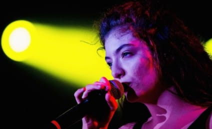 "Lorde, Nirvana Perform ""All Apologies"" at Rock & Roll Hall of Fame Induction Ceremony"