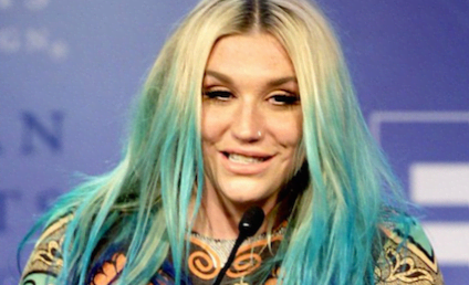 Kesha Appears Drunk While Accepting Award, Fans Express Their Concern Online