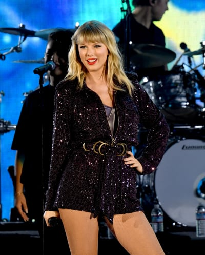 Taylor Swift GOES OFF on Scooter Braun: He Won't Let Me Perform My Own Songs!