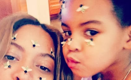 Beyonce and Blue Ivy Strike Adorable Pose: See the Bee-utiful Selfe!