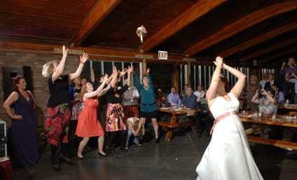 Newly Divorced Woman Ducks Bouquet Toss at Wedding in Hilarious Photo