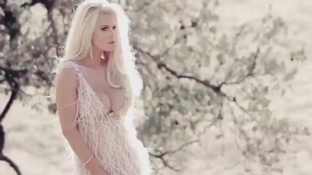Signature Auto Sales >> Jessica Simpson Shows Off Insane Cleavage to Sell Jessica Simpson Signature Fragrance - The ...