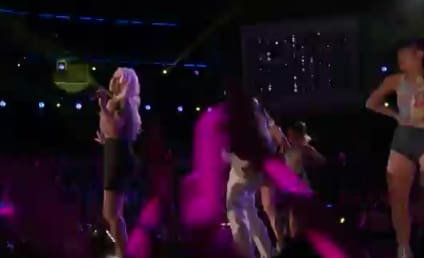 """Christina Aguilera Performs """"Feel This Moment,"""" Looks Amazing on The Voice"""