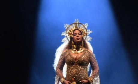 Beyonce: Pregnant at the Grammys!