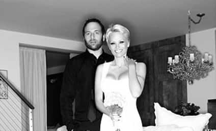 """Pamela Anderson and Rick Salomon Actually Apologize for """"Hurtful"""" Divorce"""