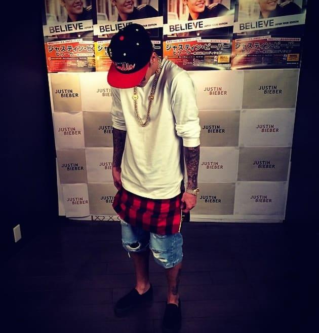 Justin Bieber, Head Bowed