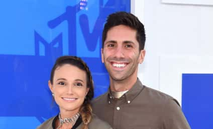 Laura Perlongo: Nev Schulman Fiancee Flaunts Baby Bump, Bare Chest on VMA Red Carpet