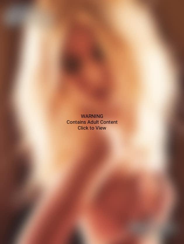 Taylor Momsen Topless Photo