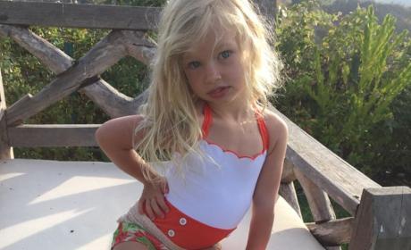 Jessica Simpson Daughter Pose