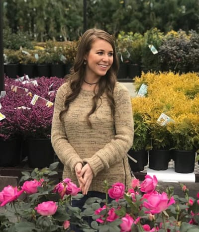 Jana Duggar with Flowers