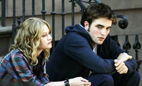 Robert Pattinson and Emile de Ravin Photo