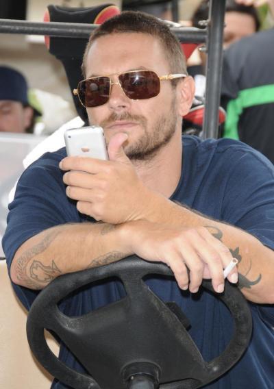 K-Fed Peeps His Phone
