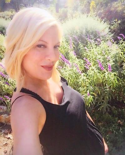 Tori Spelling baby bump pic
