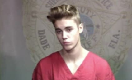 Police Officer Investigated For Trying to Snap Justin Bieber Jailhouse Pic