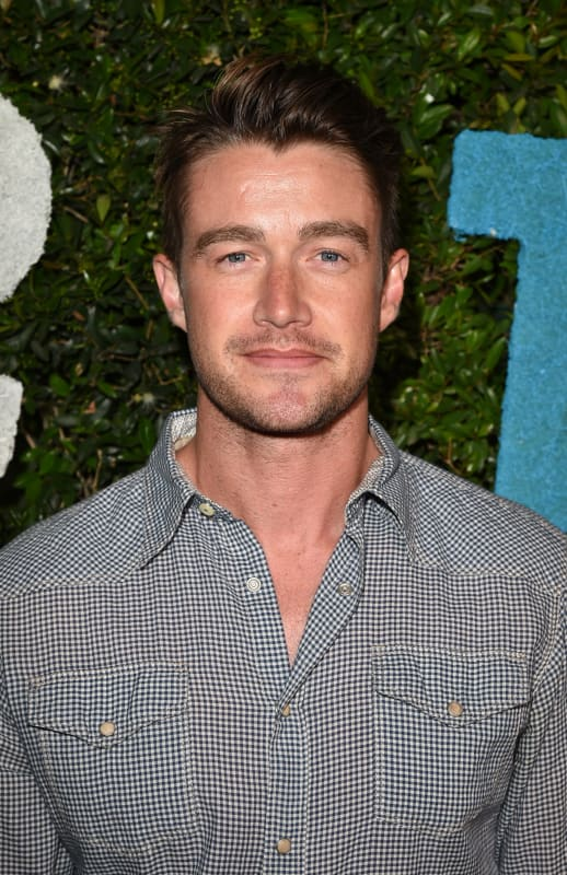 Robert buckley pic