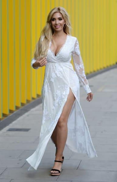 Farrah Wedding Dress 7 Cute Farrah Abraham Walking the
