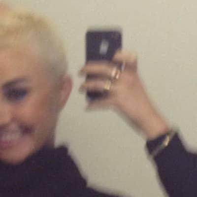 Amanda Bynes Selfie Style