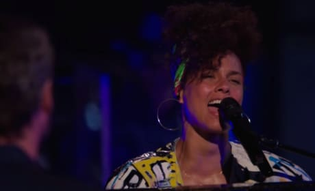 "Alicia Keys Sings ""Dream On"""