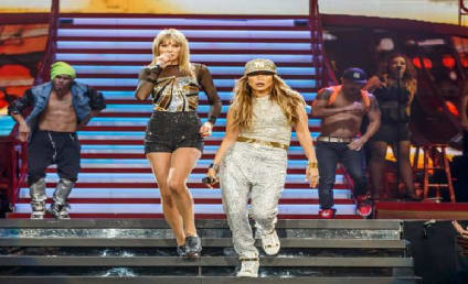 """Taylor Swift and Jennifer Lopez Duet on """"Jenny from the Block"""""""