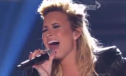 Demi Lovato Performs with Nick Jonas at Teen Choice Awards