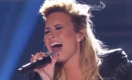 Demi Lovato Performs with Nick Jonas at Teen Choice Awards