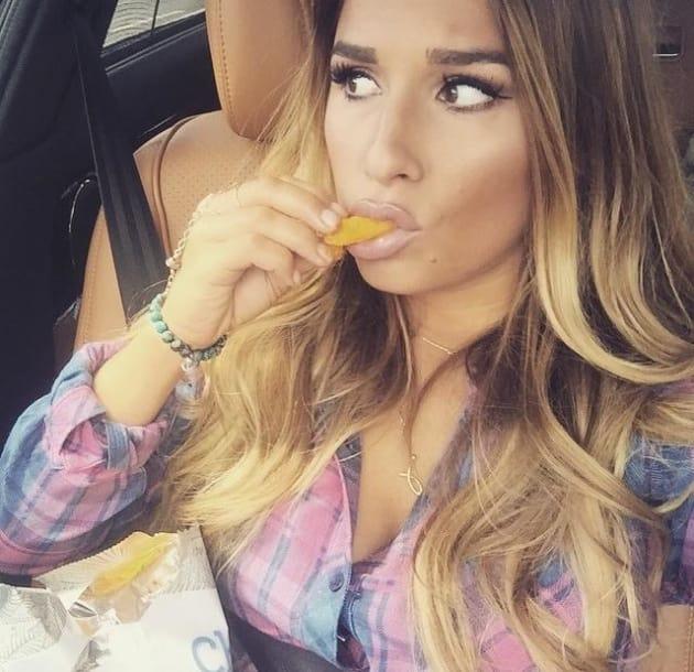 Jessie James Decker Devours Cheetos