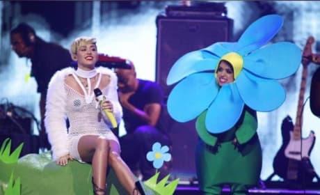 Sinead O'Connor vs. Miley Cyrus!