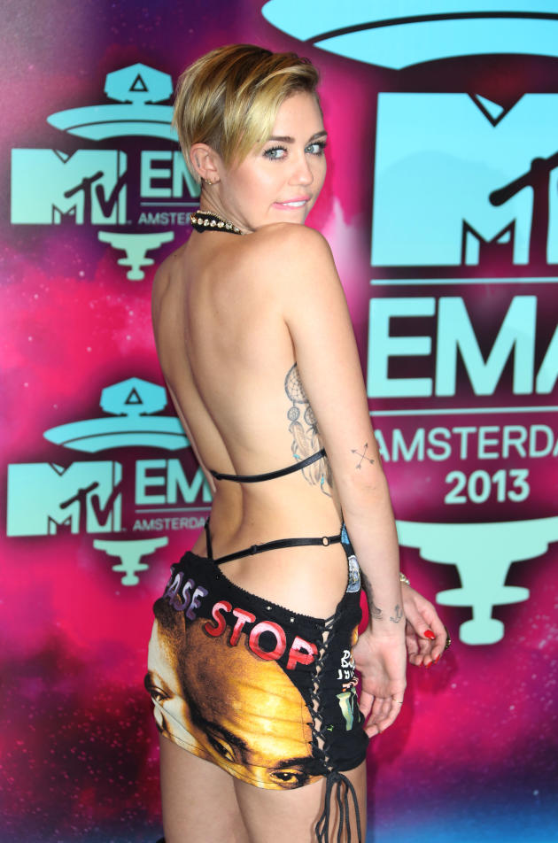 Miley Cyrus EMAs Outfit