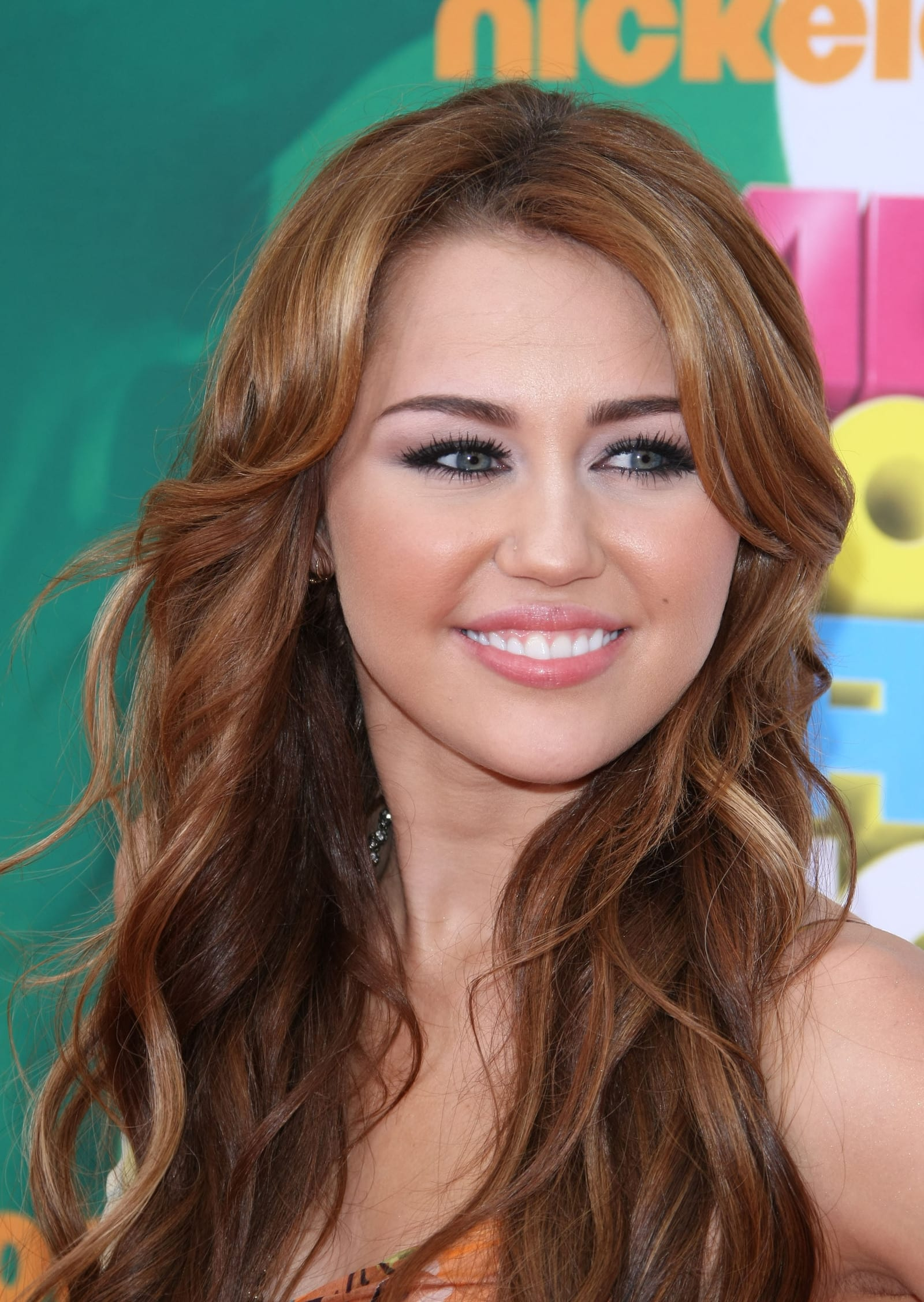 Miley Cyrus Lashes Out At Critics Tweets Disturbing Photo The