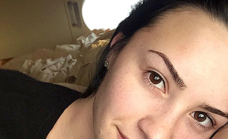 22 Make-Up Free Star Selfies