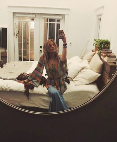Paris Jackson, Mirror Selfie