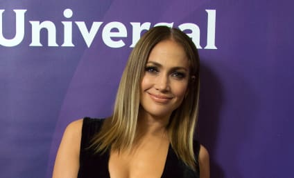 Jennifer Lopez: Still Texting Casper Smart!?
