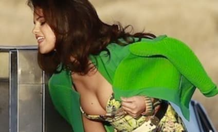 Selena Gomez Music Video Pics: Retro and Sexy!