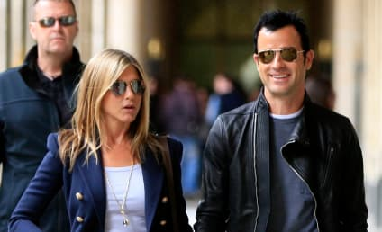 "Justin Theroux ""Dying"" to Propose to Jennifer Aniston For Months, Friends Say"
