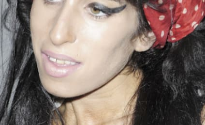 Amy Winehouse's Hair Supports Blake Fielder-Civil