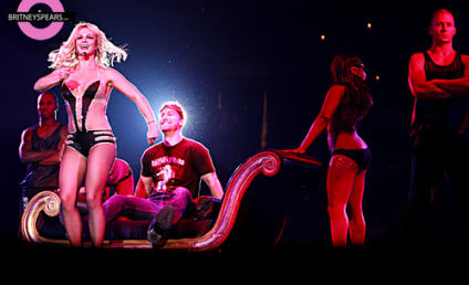 Britney Spears Dances on the Lap of Lance Bass