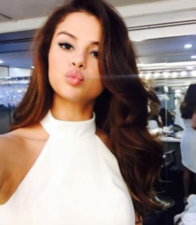 Selena Gomez Sends Smooches