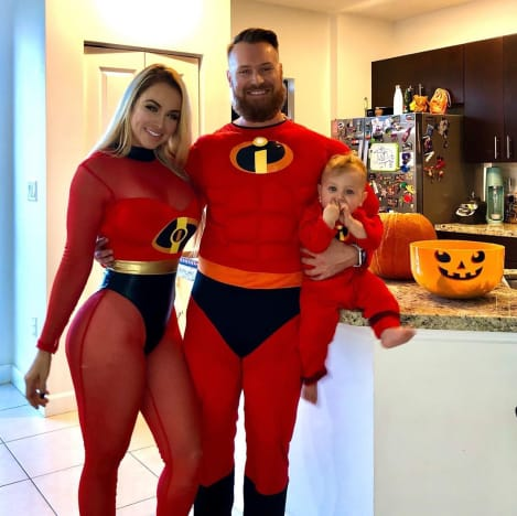 Paola Mayfield, Russ Mayfield et Axel Mayfield passent un Halloween incroyable