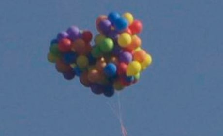 Man Rides Lawn Chair Beneath 110 Helium Balloons, Flies Over Calgary