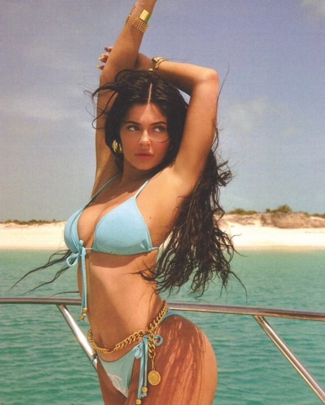 Kylie jenner poses in turks and caicos