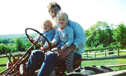 Taylor Swift Throws It Way Back: She's on a Farm!