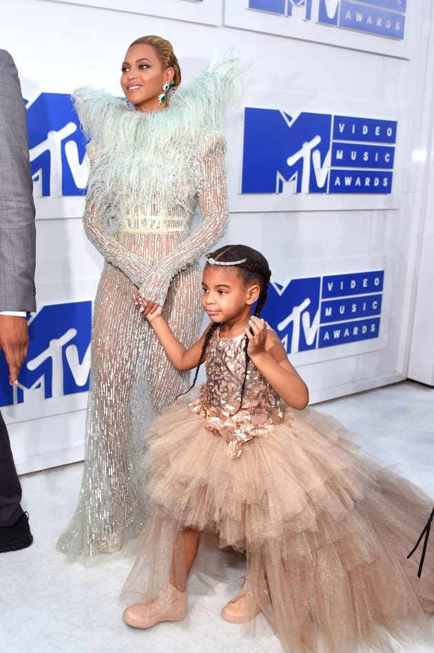 beyonce-blue-ivy-red-carpet-vmas-2016.jp