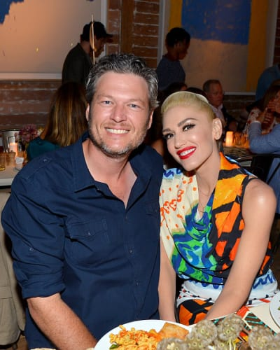 Blake Shelton &amp Gwen Stefani Cosy Up for Dinner In the Hamptons