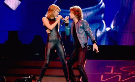 Taylor Swift Makes Like a Rolling Stone
