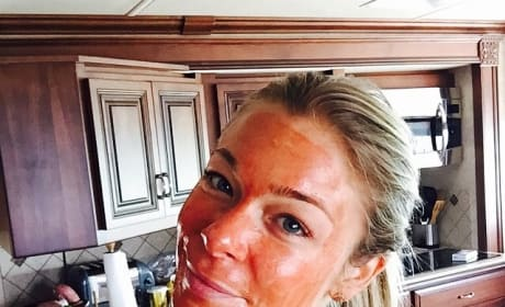 LeAnn Rimes: Facial Mask Selfie