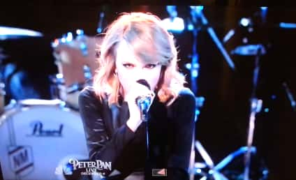 "Taylor Swift Performs ""Blank Space"" on The Voice: Watch Now!"