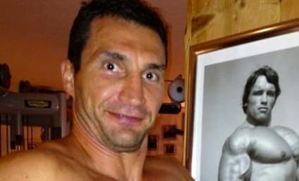 Arnold Schwarzenegger and Wladimir Klitschko: Shirtless Photo Swapping on Twitter!