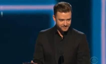 "Justin Timberlake Thanks ""Beautiful"" Jessica Biel in People's Choice Awards Speech"